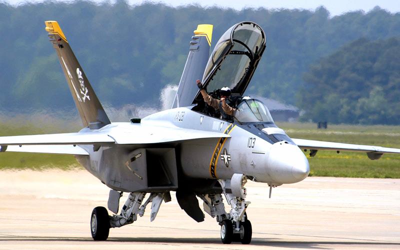 Avions de chasse FA-18-Hornet_30
